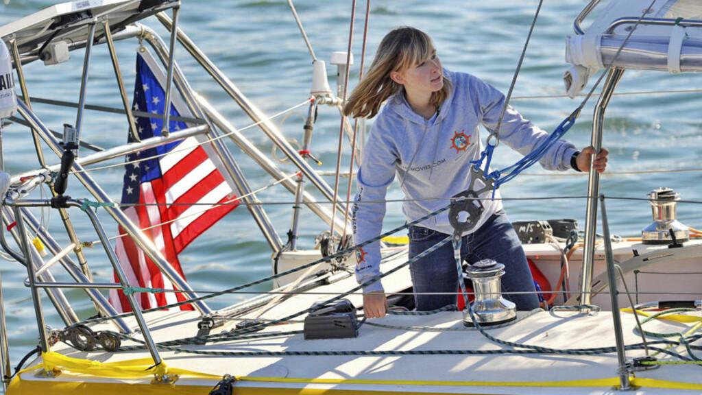 FÅR IKKE KONTAKT: Støtteapparatet til Abby Sunderland (16), som har satt mål av seg å seile jorda rundt alene, mottar nødsignaler fra jentas seilbåt. Det skal være dårlig vær i området, og man har ikke fått kontakt med henne på flere timer. Foto: AP/Richard Hartog/SCANPIX