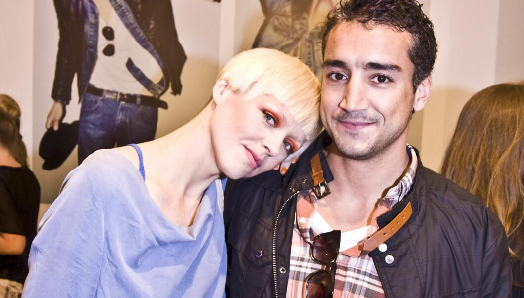 MED KJÆRESTEN: Fem måneder etter bruddet, viste Thomassen seg sammen med sin nye kjæreste, Jørgen El Fakiri. Foto: Stella Pictures