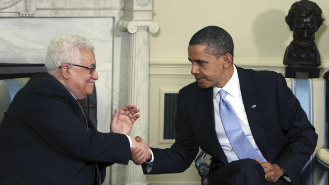 <strong>TOPPMØTE:</strong> Mahmoud Abbas gir et varmt håndtrykk til Barack Obama under møtene onsdag. Foto: Reuters