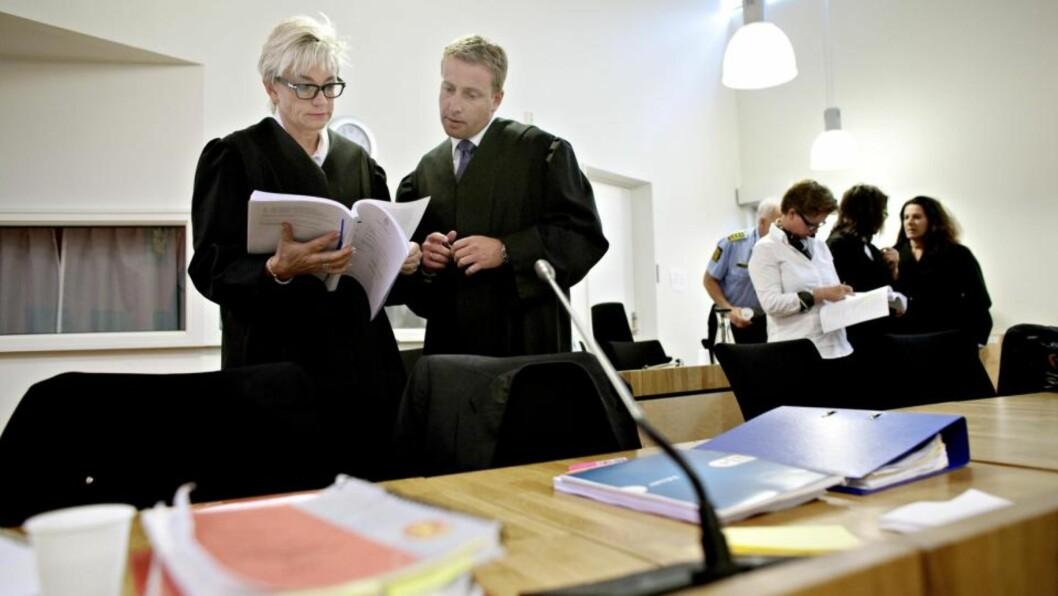 <strong>FELLENDE DOM:</strong> Forsvarer Gunhild Lærum leser dommen mot hennes klient Erik Andersen i Follo tingrett i dag. Foto: Torbjørn Grønning