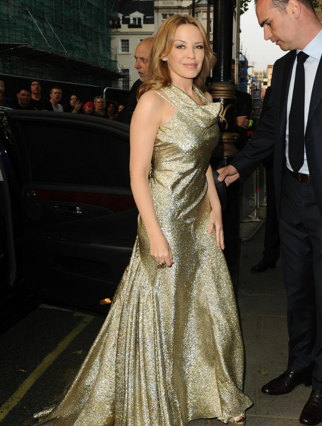 <strong>GULL:</strong> Kylie Minogue vakte oppsikt med denne glamorøse gullkjolen. Foto: Stella Pictures