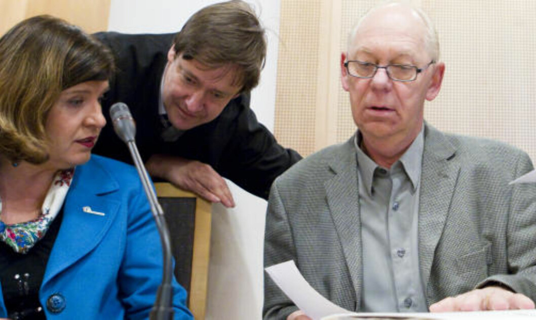 <strong>SEIERHERRENE - OG KVINNEN:</strong> Randi Flesland fra Forbrukerrådet, John Christian Elden og hans klient Ivar Petter Røeggen. Foto: Scanpix