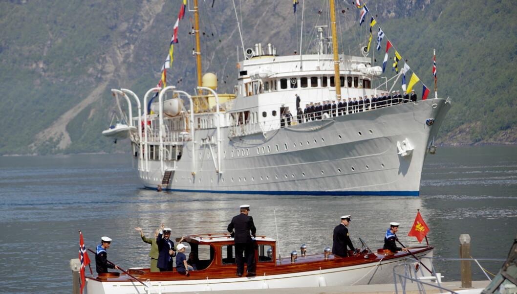 MGP-PARTY PÅ KONGESKIPET?: Kronprins Haakon og kronprinsesse Mette-Marit er i Geiranger med Kongeskipet Norge. Torsdag kveld håper de å få sett Tooji fra skipet.  Foto: NTB scanpix