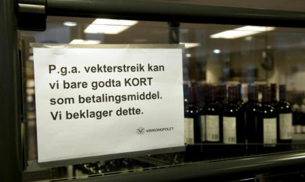 NEI TAKK:  Vinmonopolet i Bergen Storsenter måtte i går stanse alt kontantsalg. Foto: Tor Erik H. Mathiesen