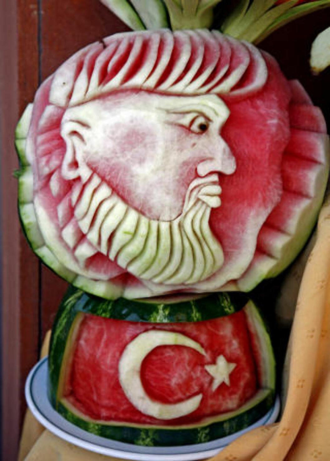 <strong>MATKUNST:</strong> Dette kan man gjøre - med en vannmelon! Mange av buffetene rommer skjulte  skatter.