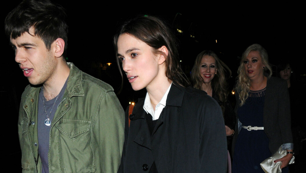 04.04.12 - LONDON, UNITED KINGDOM. Keira Knightley and her boyfriend walking hand-in-hand through Soho.  Picd: Keira ira Knightley and James Righton Photo: Planht Photo Code: 4066 COPYRIGHT STELLA PICTURES Foto: PLANET PHOTOS