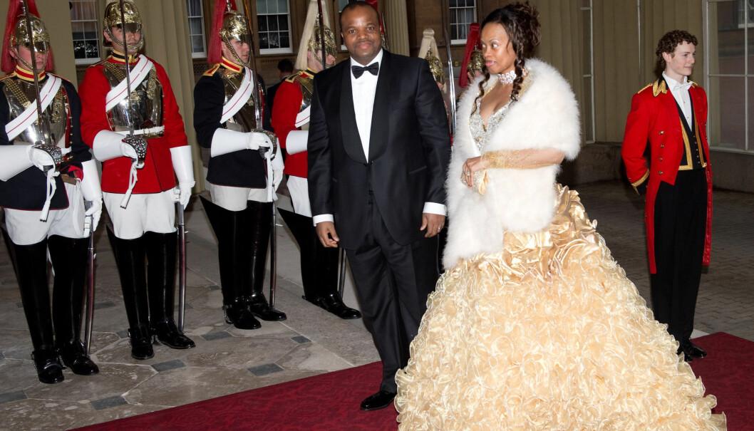 PRINSESSEKJOLE: Fru Swaziland hadde valgt en volumiøs kjole i gull-tyll til gallamiddagen på Buckingham Palace. Foto: All Over Press