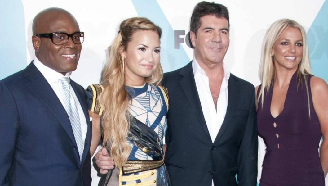 NYTT TEAM: Simon Cowell (midten)) presenterte mandag sine dommerkolleger i årets versjon av amerikanske «X Factor». (F.v.: L.A. Reid, Demi Lovato, Simon Cowell og Britney Spears. Foto: All Over Press