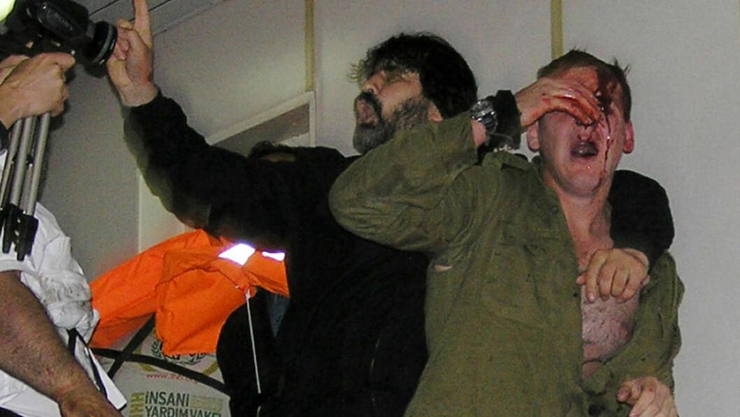 <strong>KATASTROFE:</strong> Bordingen av aktivistskipet Mavi Marmara ble en katastrofe for de israelske kommandosoldatene. Marinens granskning viser at de var helt uforberedt på motstanden, og egentlig ville ha på seg paradeuniformer for å ta seg bedre ut i samtaler med aktivistene. Foto: AFP/HURRIYET/SCANPIX