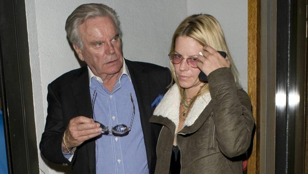 I KNIPE: Courtney Wagner, her med sin berømte skuespillerpappa Robert Wagner, kan havne i fengsel etter at politiet fant både kokain og heroin hjemme hos henne etter ett skudd-drama søndag. Foto: All Over Press