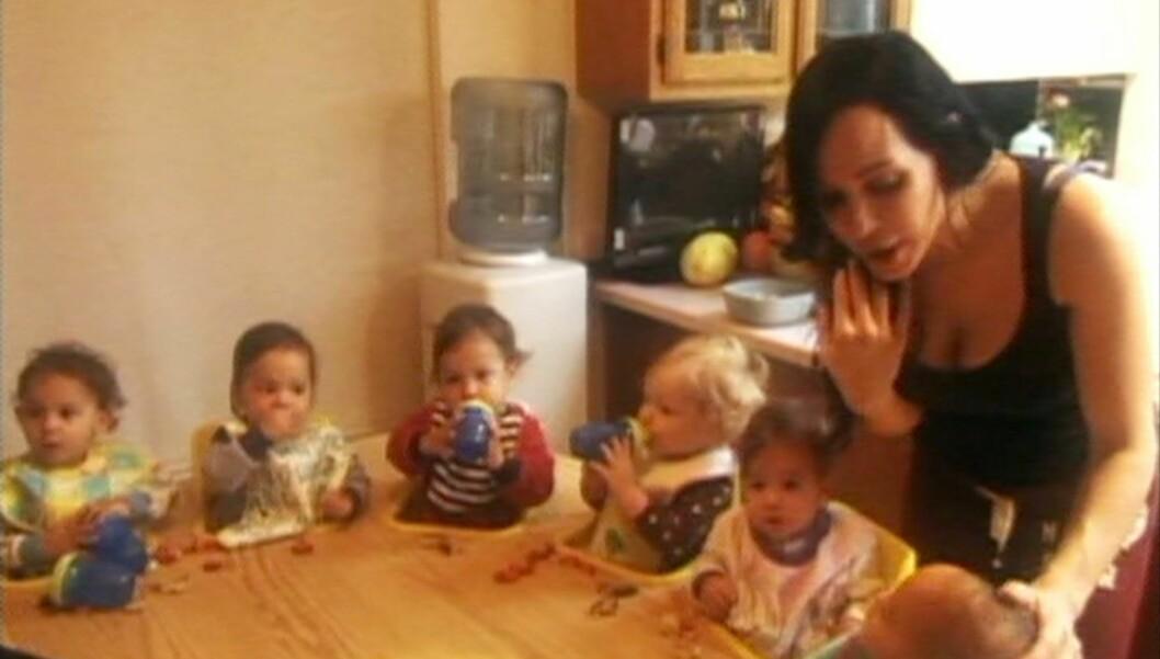 ETTERFORSKES AV BARNEVERNET: Åttlingmammaen Nadya Suleman etterforskes av barnevernet etter at hennes frisør leverte inne bekymringsmelding. Foto: All Over Press