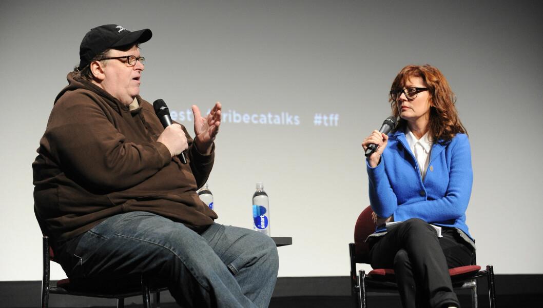 OVERVÅKES: Under et møte på filmfestivalen Tribeca fortalte filmskaper Michael Moore og skuespiller Susan Sarandon at telefonene deres blir avlyttet.  Foto: All Over Press