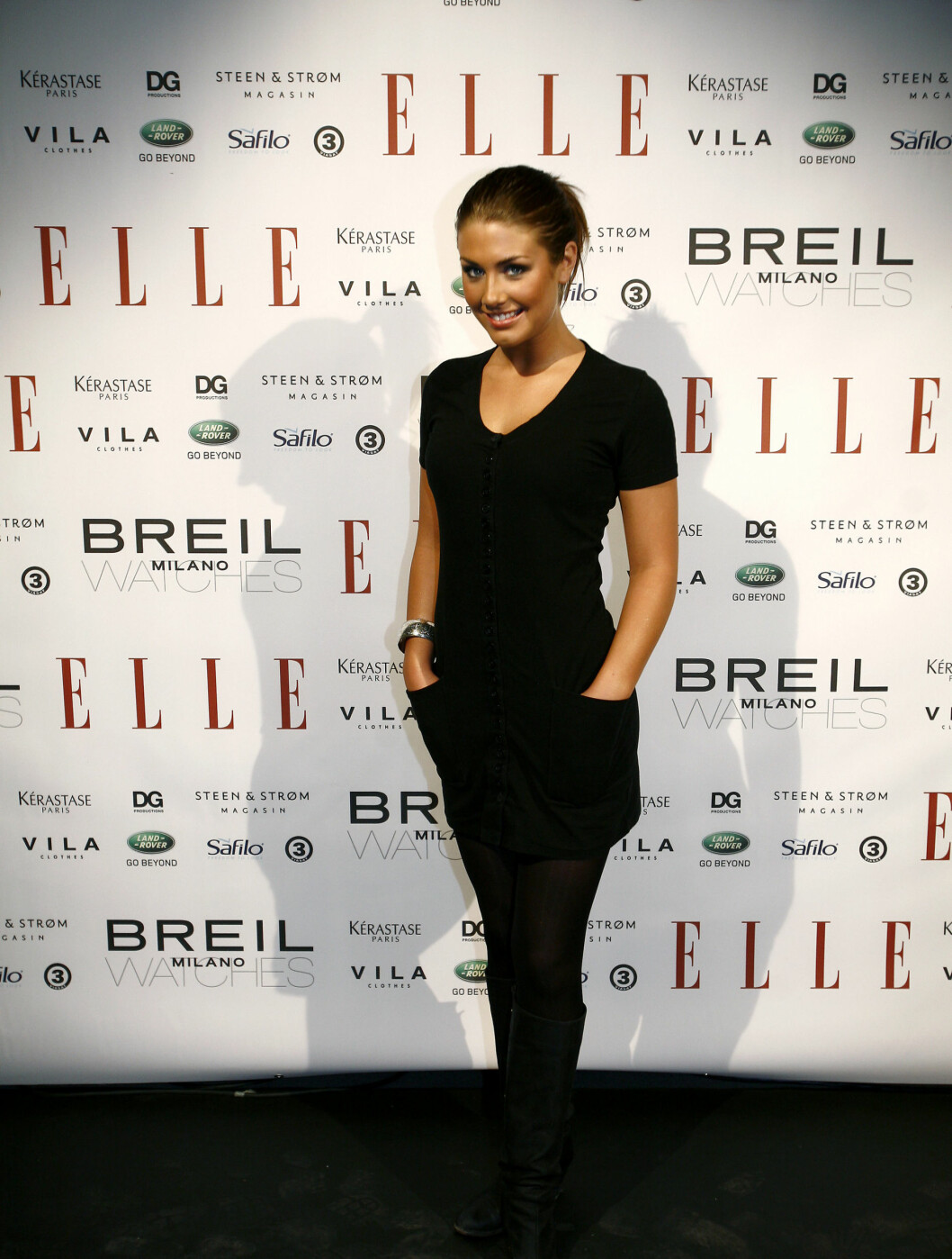 SØT I SORT: Tone valgte en enkel, sort kjole under ELLEs ti års jubileum.  Foto: NTB scanpix