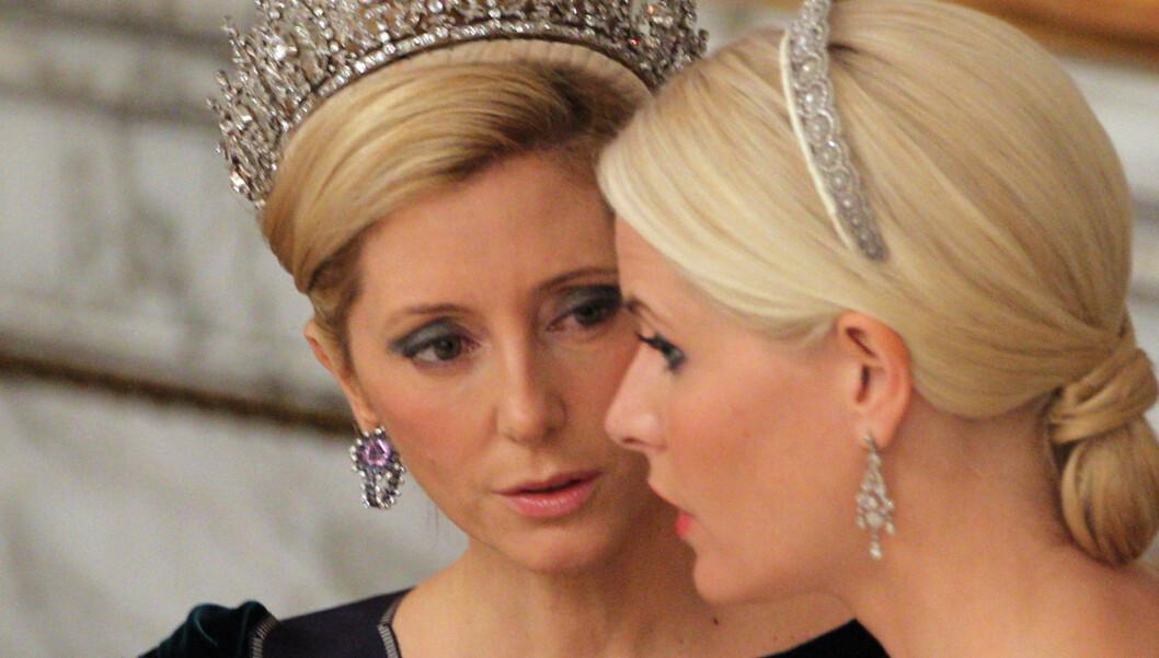 GODE VENNINNER: Kronprinsesse Marie-Chantal av Hellas og vår egen kronprinsesse Mette-Marit sammen under dronning Margrethes 40-årsjubileum.  Foto: All Over Press