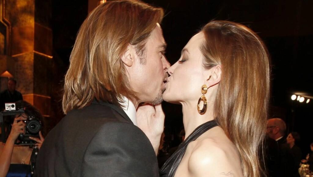 JULEFRIERI: En kilde nær Brad Pitt og Angelina Jolie sier til Life & Style at paret skal ha holdt sin forlovelse hemmelig siden jul. Foto: All Over Press