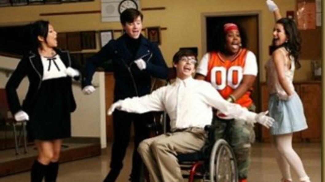 STJERNEGJESTER: Skuespillerne i «Glee» er i ferd med å spille inn sesong fire av den populære serien, og har flere superstjerner med seg på laget.  Foto: FOX