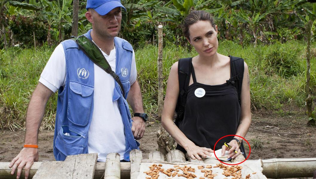 VRAKET RINGEN: Da Jolie besøkte Ecuador og blant annet møtte landets utenriksminister, hadde hun ikke på seg forlovelsesringen. Foto: Reuters