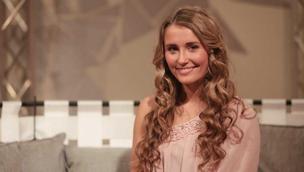 FIKK KOMPLIMENTER: Elnæs fikk komplimenter for både sangprestasjon og utseende da hun sto på scenen. Men det er de førstnevnte som teller mest. Foto: TV 2