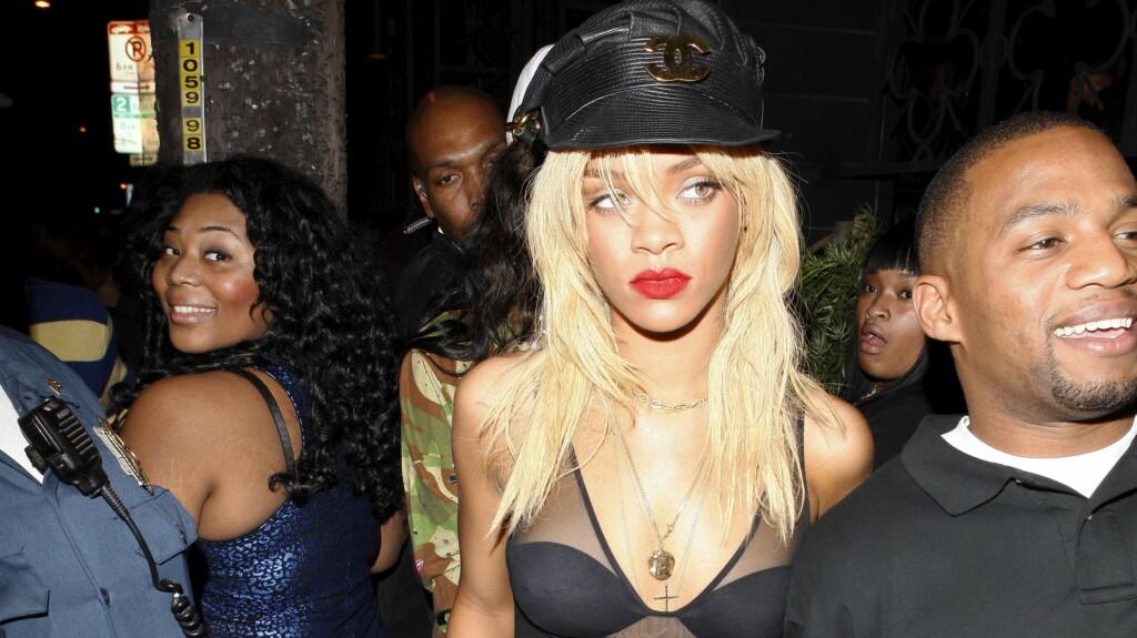 FREKK FRØKEN: Rihanna liker å gjøre seg bemerket i sexy klær og sier det øker selvtilliten hennes.  Foto: All Over Press