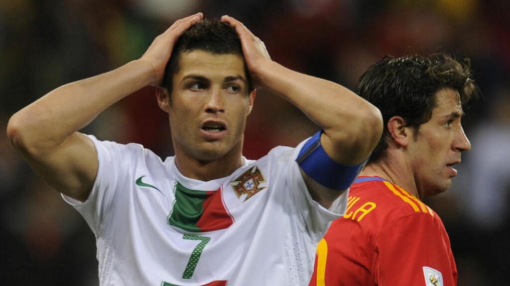 NYBAKT FAR?: Fotballspiller Cristiano Ronaldo har lagt ut mystiske farskapsmeldinger på Facebook og Twitter. Her under fotballkampen mot Spainia 29. juni i Cape Town. Foto: SCANPIX
