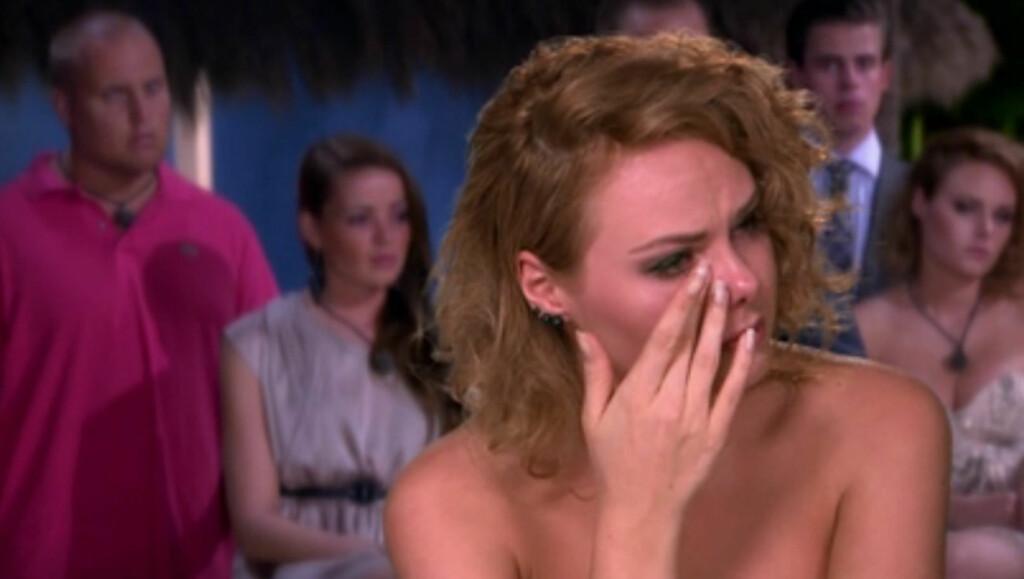 FØLELSESMESSIG DRAMA: Camilla Karlsen Bøvollen er en av flere Paradise-deltagere som har tatt til tårene i løpet av de to første ukene av årets sesong. Det synes utslåtte Fredrik Tvedten ikke noe om. Foto: TV3