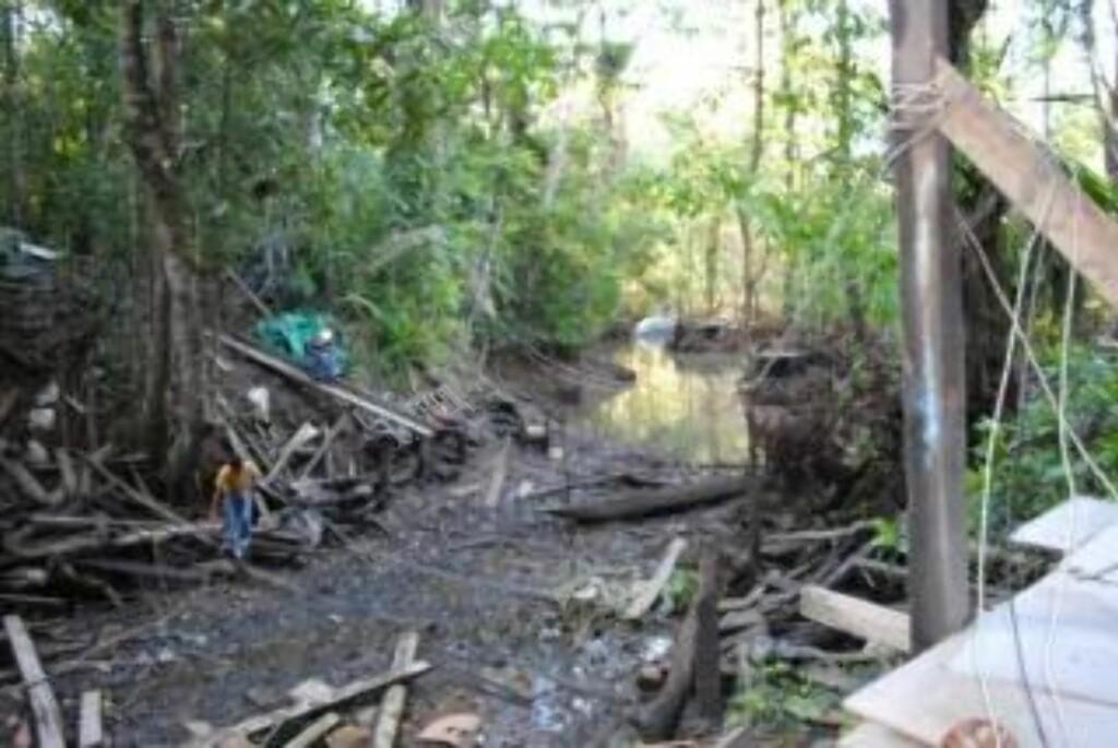 GJEMT: Ubåten ble beslaglagt ved en brakkeby, dypt inne i jungelen ved grensa mellom Ecuador og Colombia. Foto: AP/Ecuadoriansk politi/Scanpix