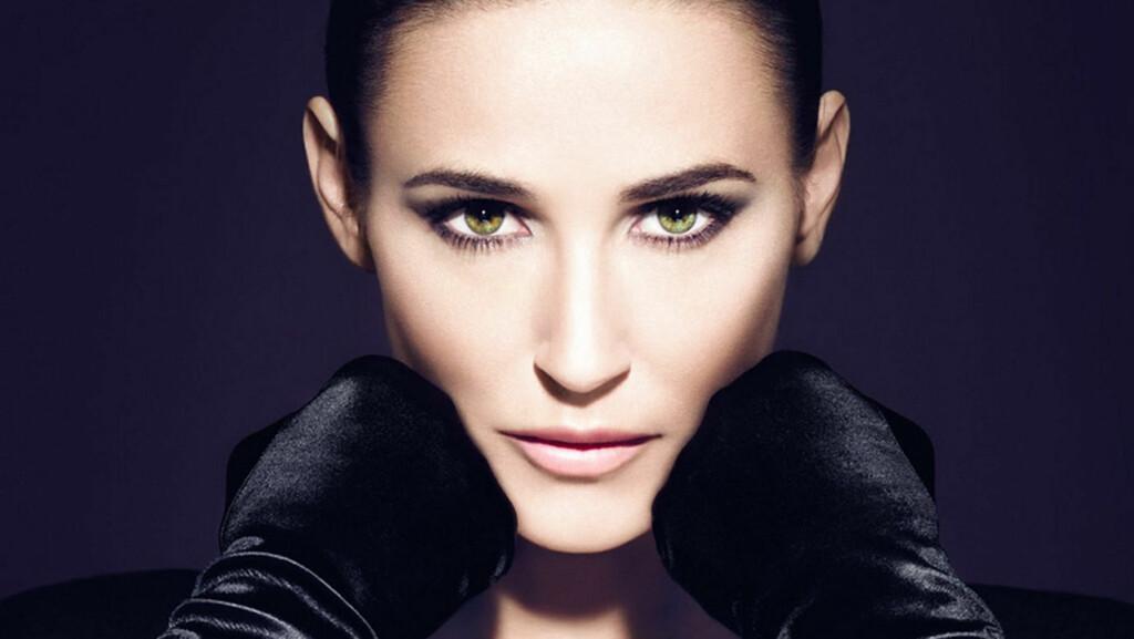 UGJENKJENNELIG: 49 år gamle Demi Moore er helt rynkefri i den nye reklamekampanjen til kosmetikkmerket Helena Rubinstein.  Foto: Stella Pictures