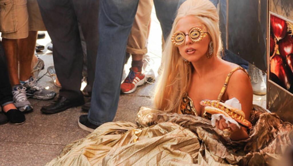 LIKER Å PROVOSERE: Lady Gaga viser seg til stadighet ikledd merkelige antrekk, og viser ofte sin spesielle oppførsel. Foto: All Over Press