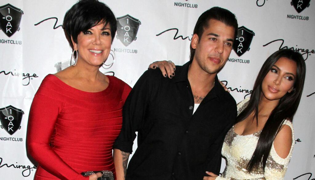 REALITY-FAMILIE: Mamma Kris Jenner og søsteren Kim på Rob Kardashians bursdagsfest tidligere denne måneden. Foto: All Over Press