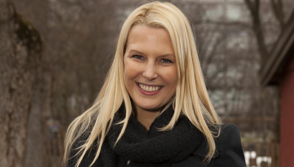 SYK: Vibeke Klemetsen elsker å være trebarnsmor, men etter fødselen har både hun og samboeren Thomas Weeden ligget utslått med både lungebetennelse og influensa. – Det har vært hardt, men babyen har det kjempebra, smiler den vakre 36-åringen Foto: Espen Solli/Se og Hør
