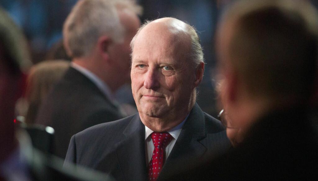 KASTER GLANS: Kong Harald besøker Grorud ungdomsråds årlige konferanse i slutten av mars. Foto: Stella Pictures