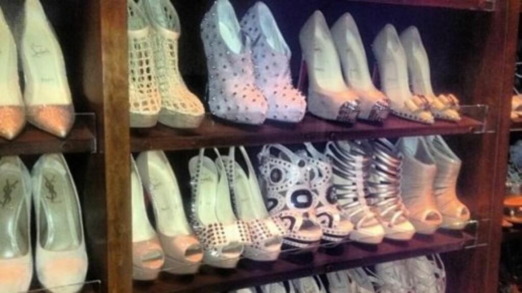 STOR SAMLING: Realitystjernen elsker sko og har en stor samling fordelt på flere skap.  Foto: kimkardashian.celebuzz.com