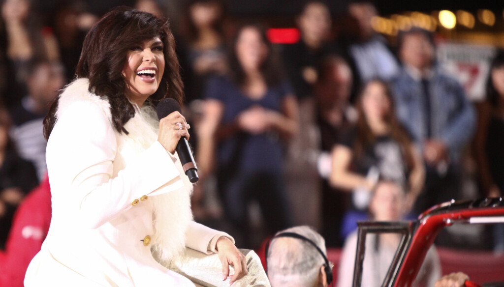 OVERRASKELSE: Sangstjernen Marie Osmond tisset på seg på scenen. Her er hun ved en tidligere anledning.  Foto: All Over Press