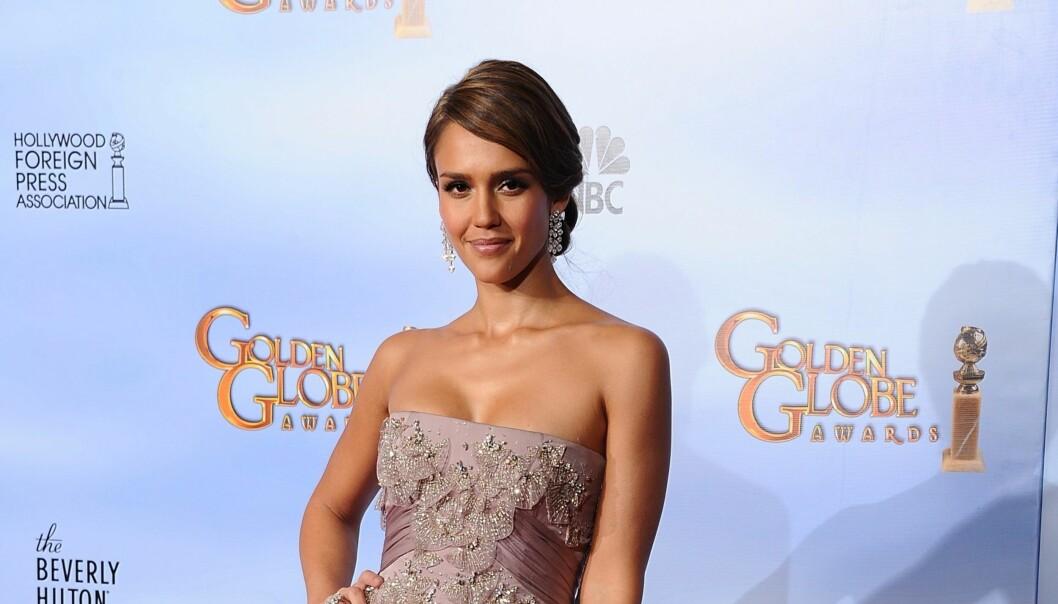INGEN GJENTAKELSE: Jessica Alba på Golden Globe, men hun måtte droppe Oscar på grunn av ørebetennelse. Foto: Stella Pictures
