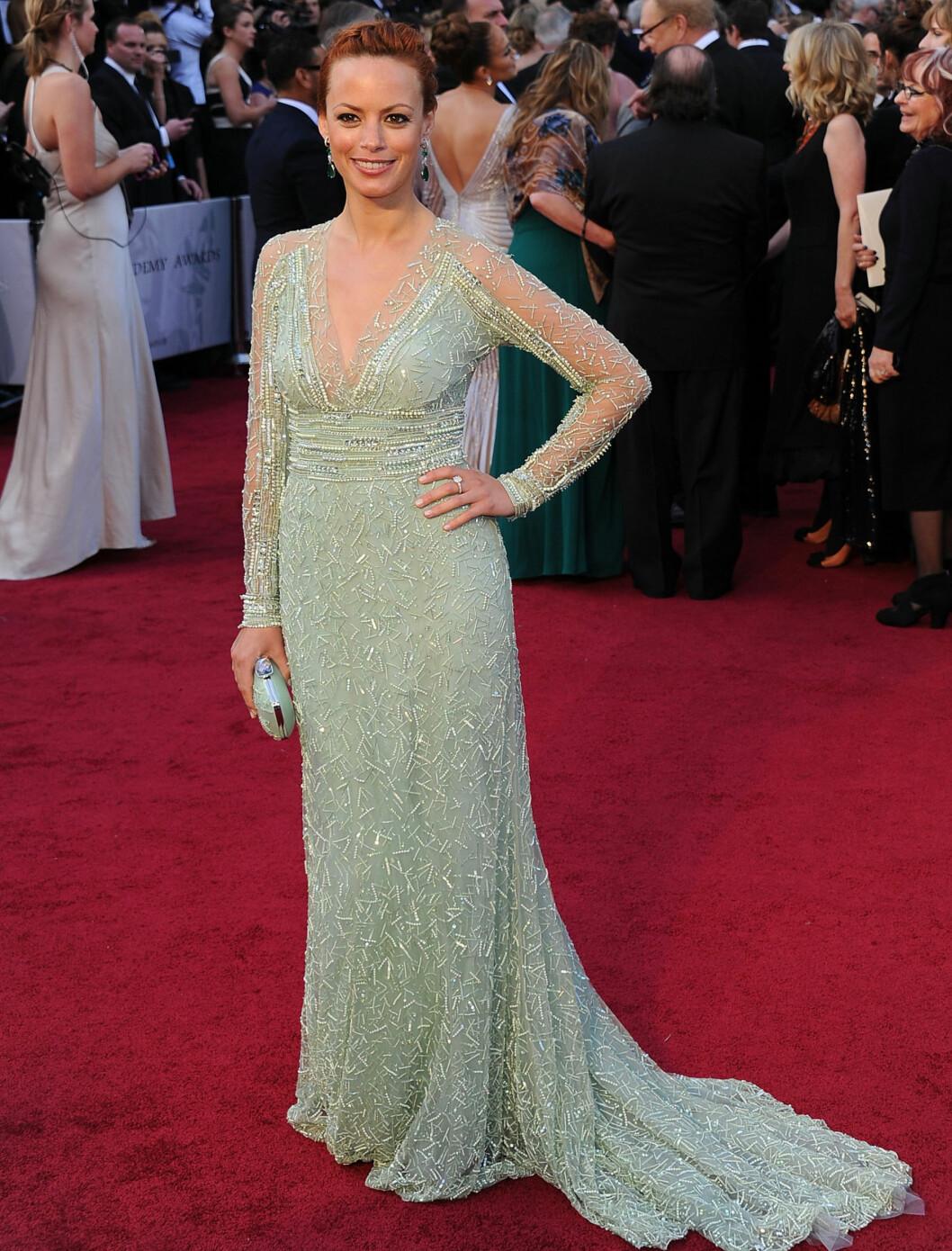 IKKE FIN: Berenice Bejo gikk også for mintgrønt, men Elie Saab-kjolen var langt fra flatterende på stjernen.  Foto: All Over Press