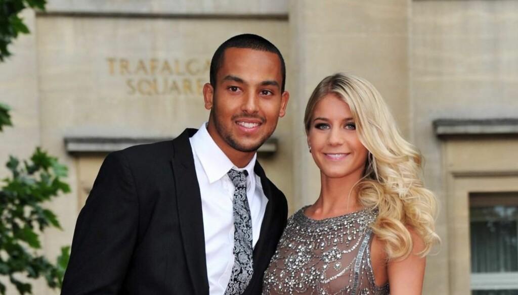 FORLOVET: Fotballstjenen Theo Walcott skal ha fridd til kjæresten Melanie Slade på nyttårsaften - og fått ja. Foto: All Over Press