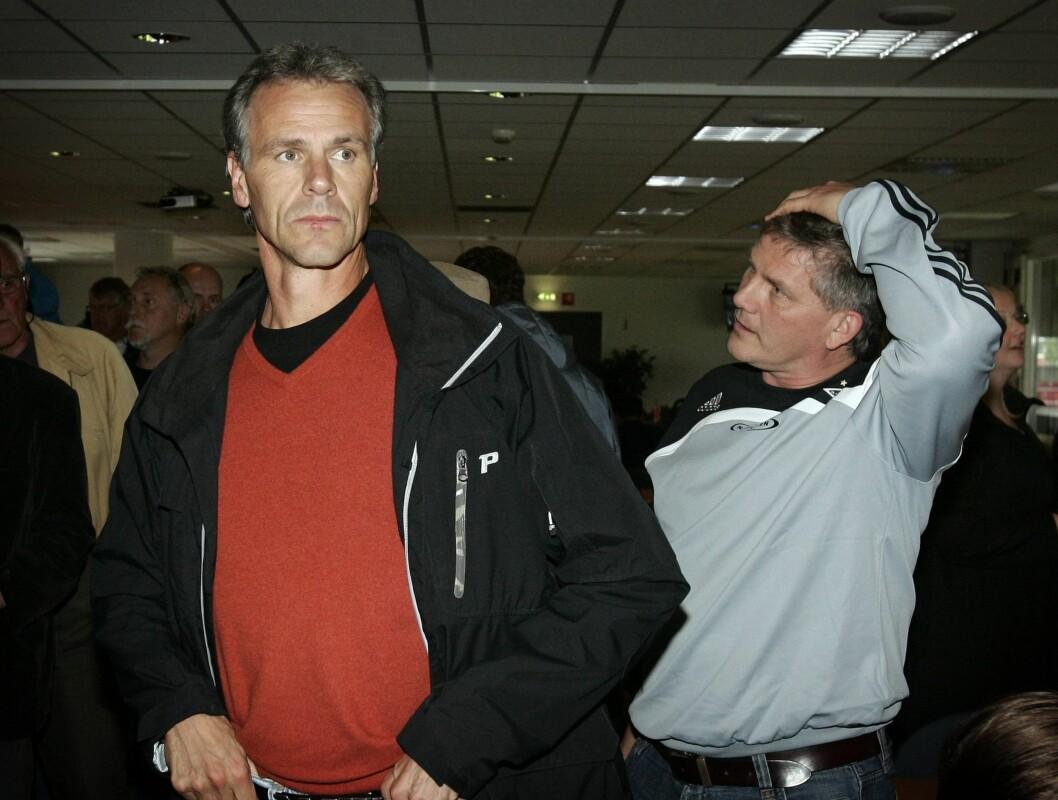 <strong>SPENNING:</strong> Knut Torbjørn Eggen (t.h) og Rune Bratseth fulgte mesterligatrekningen i Monaco fra Rosenborgs lokaler i Trondheim i 2007.  Foto: SCANPIX