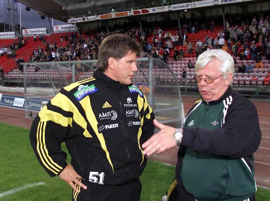 <strong>TRENERDUELL:</strong> Nils Arne Eggen (Rosenborg-trener) og sønnen Knut Torbjørn  Eggen (Moss-trener) i 2001. Foto: SCANPIX