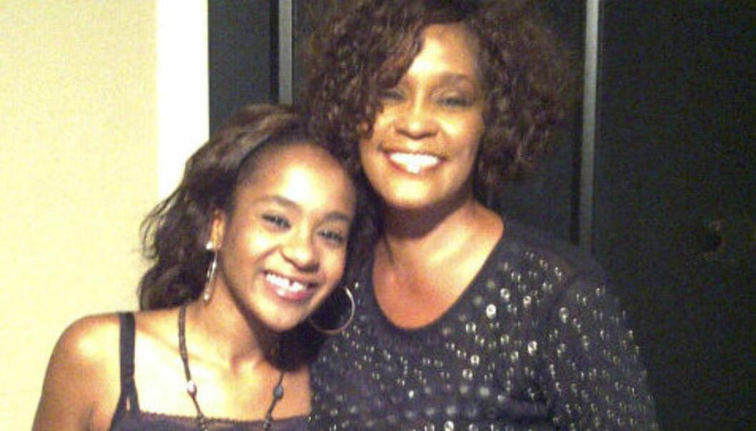 TAR FARVEL: Fredag ser Whitney Houstons datter Bobbi Kristina moren for siste gang. Sangerens begravelse finner sted i New Jersey på lørdag.  Foto: Bobbi Kristina/Twitter