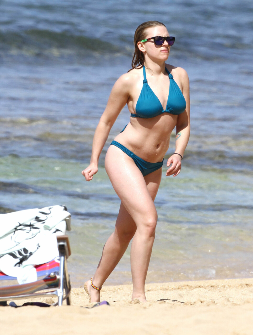 I SOLEN: Scarlett Johansson så ut til å stortrives i solen. Foto: All Over Press