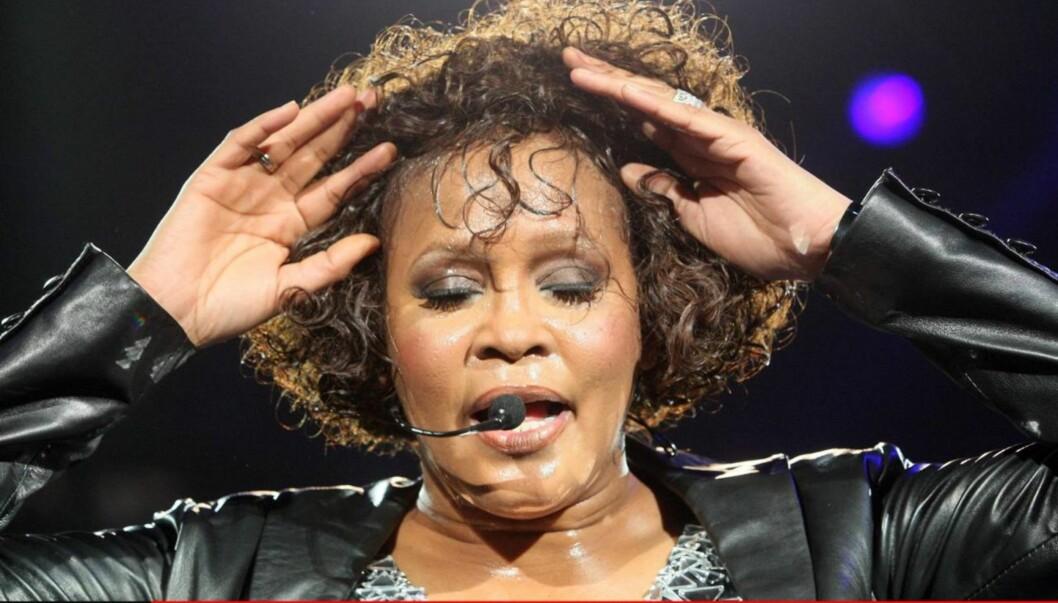KAN HA DRUKNET: Ifølge kilder viser obduksjonsrapporten av Whitney Houston at hun ble funnet med vann i lungene, men det er ennå for tidlig å fastslå om sangstjernen døde som følge av drukning. Foto: All Over Press