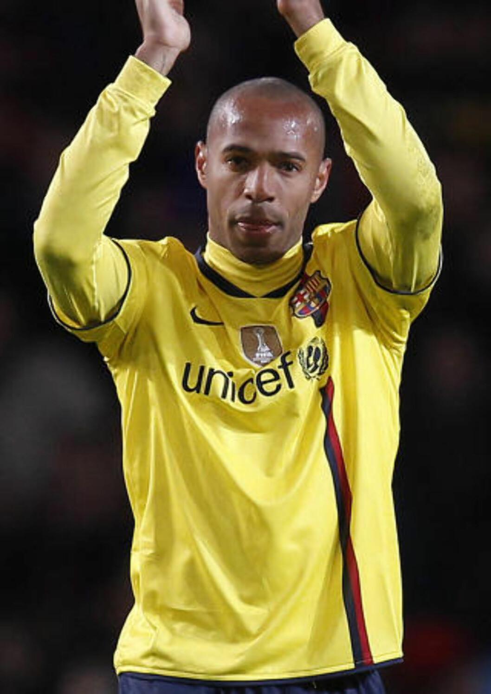 <strong>ARSENAL-LEGENDE:</strong> Henry er mestscorende i Arsenal-historien. Her klapper han til Arsenal-fansen som Barca-spiller i mars. Foto: REUTERS/Eddie Keogh