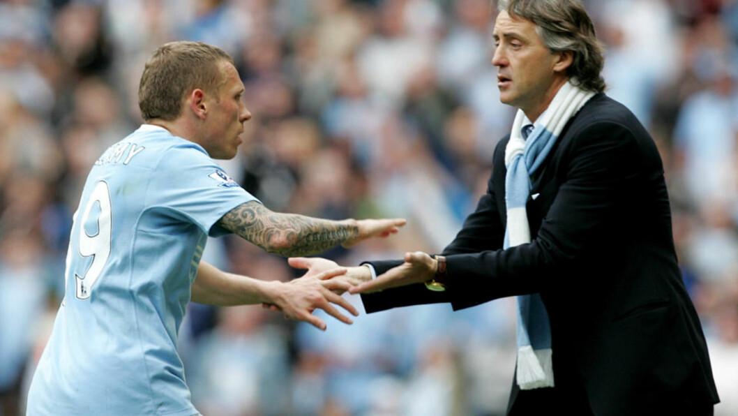 <strong>KJØPER OG SELGER:</strong> Craig Bellamy er en av spillerne som skal være på vei bort fra Manchester City, der manager Roberto Mancini storhandler før ligastart mot Tottenham 14. august. Foto: AP/Tim Hales