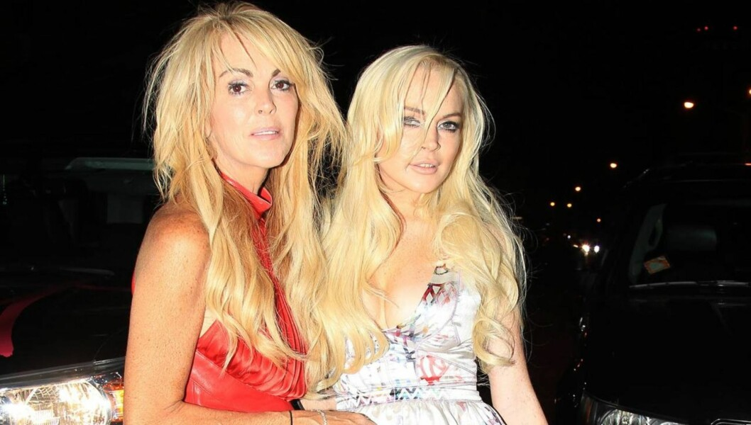 <strong>STRENG:</strong> Dina Lohan får ofte kritikk for utseende og klesstil av stjernedatteren Lindsay.  Foto: All Over Press