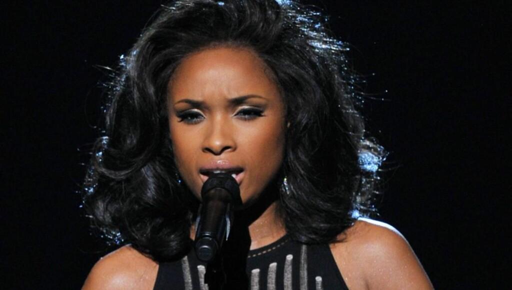 SANG FOR WHITNEY: Jennifer Hudson fremførte Whitney Houston -hiten «I Will Always Love You» fra Grammy-scenen. Foto: All Over Press