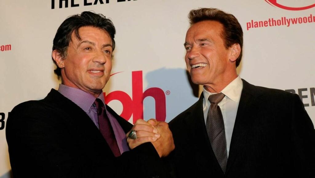 FRA FILMSETTET TIL SYKESENGEN: Både Sylvester Stallone og Arnold Schwarzenegger måtte til sykehus etter å ha gjort stuntscener i sine siste actionfilmer. Men mange fans tviler på at sykehusbildet er ekte. Foto: All Over Press