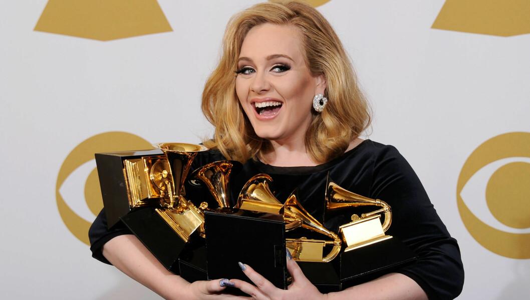 STORVINNER: Adele hentet hjem alle de seks Grammy-prisene hun var nominert for under søndagens stjernespekkede prisutdeling i Los Angeles. Foto: All Over Press