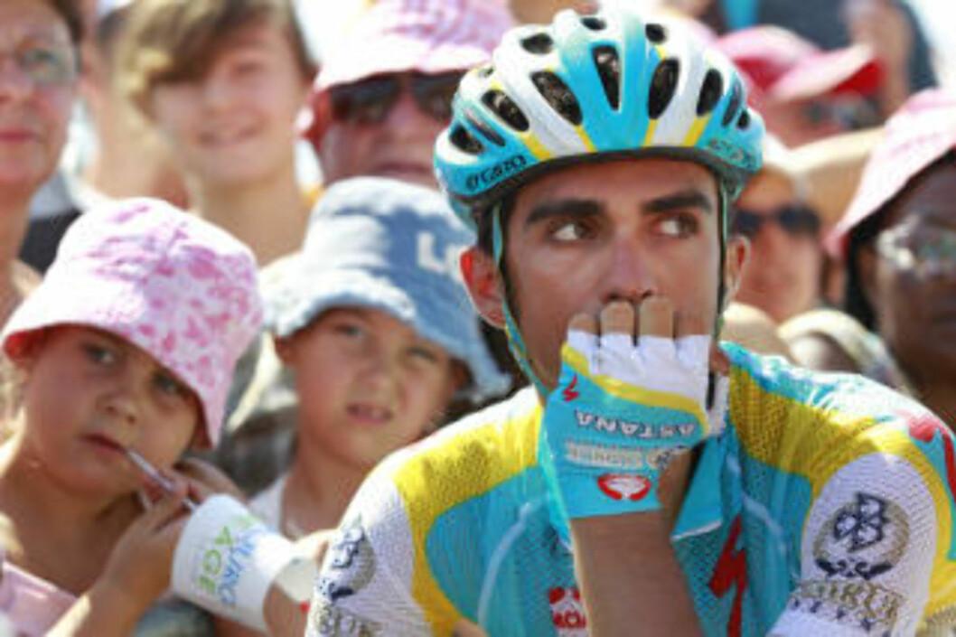 <strong>RYKKET FRA SCHLECK:</strong> Alberto Contador har vist før at han trives i stigningen opp Montée Laurent Jalabert, og dagens etappe var intet unntak. Han rykket fra Andy Schleck, men tjente bare 10 sekunder. Foto: AP Photo/Bas Czerwinski