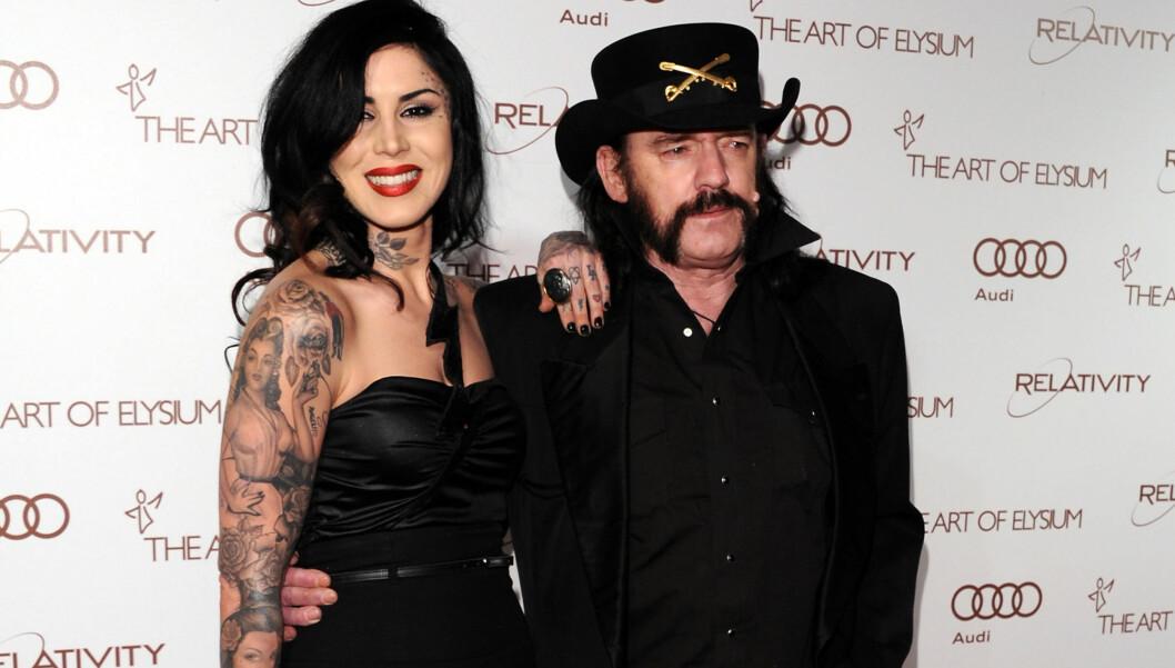 <strong>ROCKEKJÆRESTE:</strong> Kat Von D er sammen med Lemmy Kilmister, som er 37 år eldre enn henne.  Foto: All Over Press