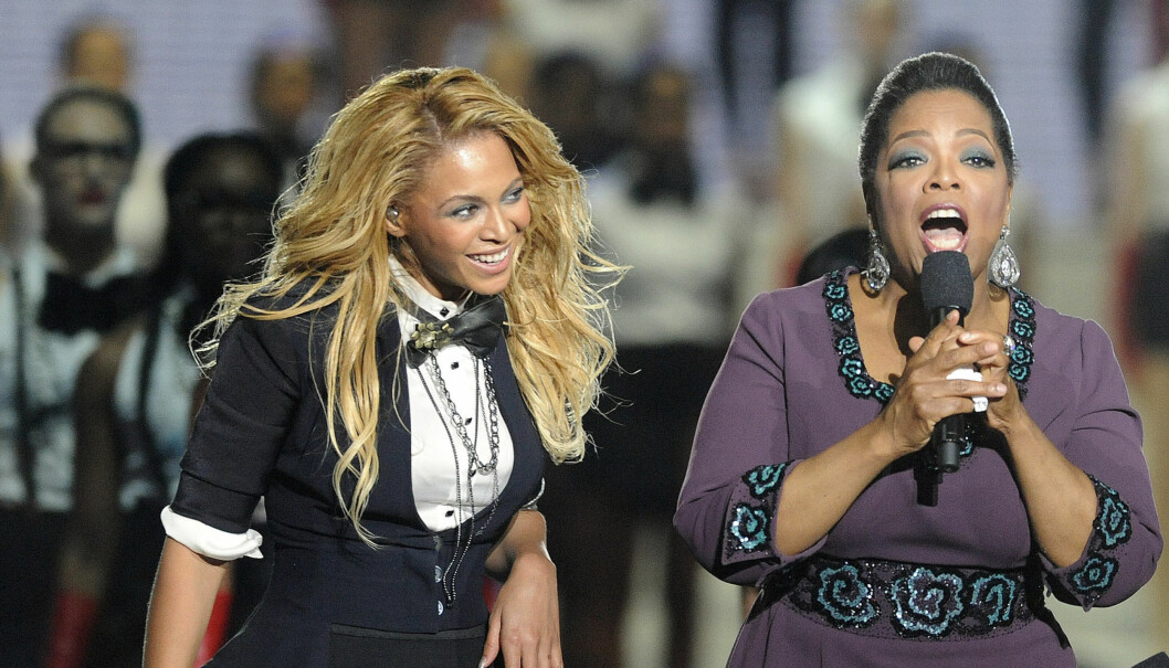 VENNINNER: Beyoncé og Oprah er gode venninner, og sangerinnen gjestet TV-showet hennes i mai i fjor, i forbindelse med talkshowets siste episode. Foto: UPI